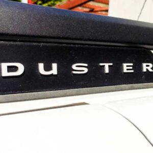 Napisy Duster na relingi dachowe - białe